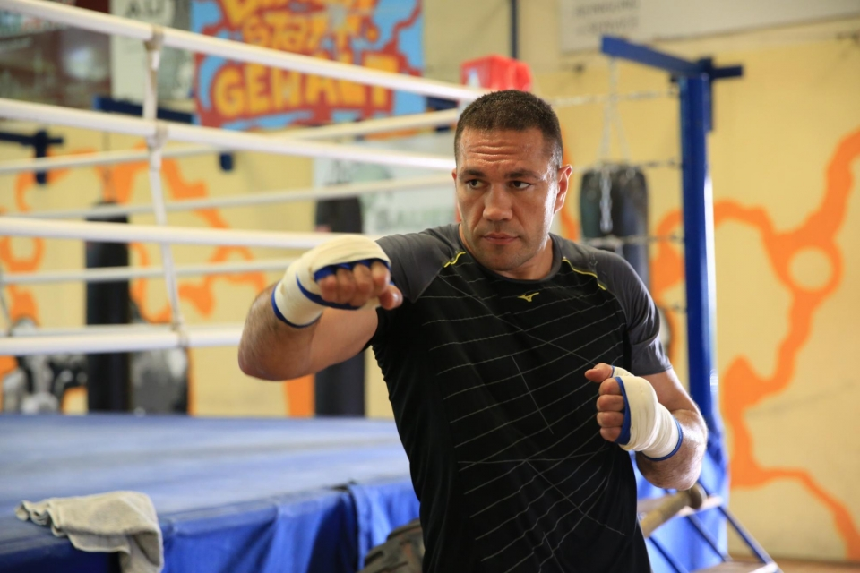 Болгарский боксер Пулев отказался отбоя сДжошуа из-за травмы