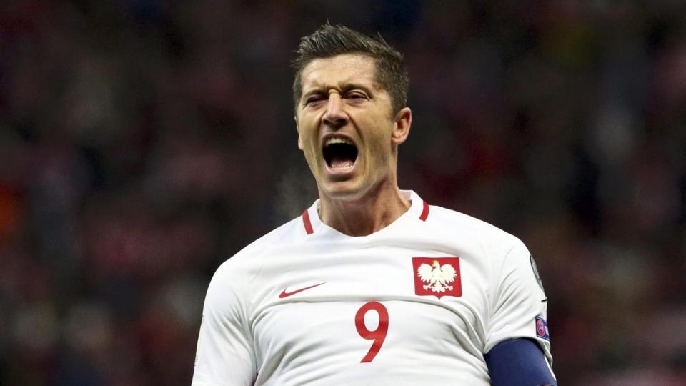 Хет-трик Левандовского принес Польше победу над Румынией