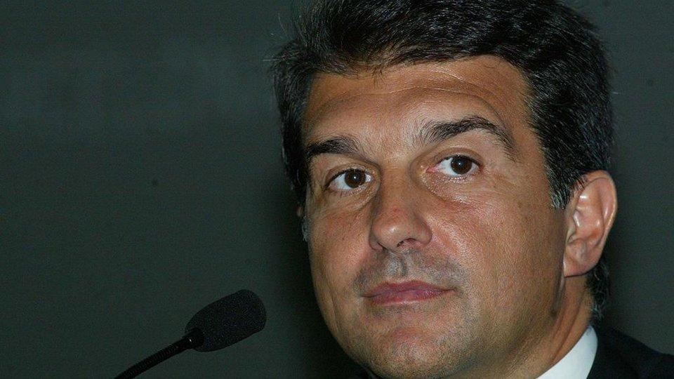 Кандидат в президенты «Барселоны» разместил провокационный баннер около домашнего стадиона «Реала» (фото)