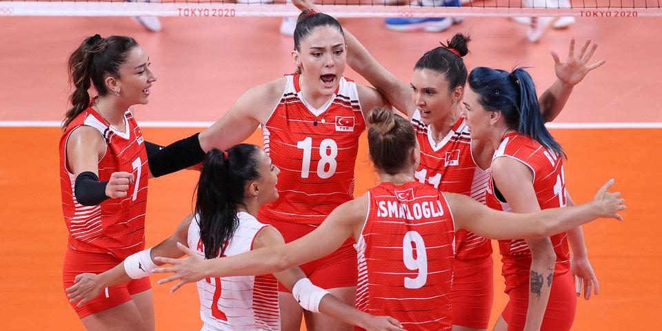 Турецкие волейболистки обеспечили себе первое место в группе на ЧЕ