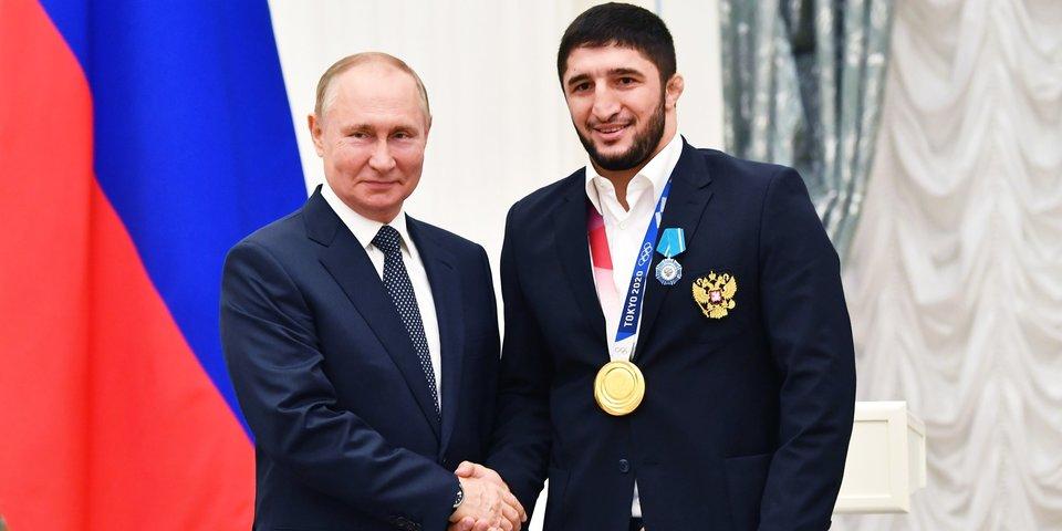 Путин вручил госнаграды золотым медалистам Олимпиады в Токио