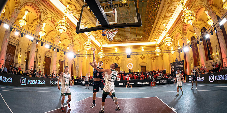 В баскетбол можно играть даже во дворце. 3х3 крут не только игрой, но и локациями — смотрите сами