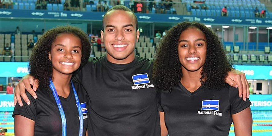 Трое пловцов попали на Олимпиаду благодаря фейсбуку мамы. Они выступят за страну, в которой никогда не бывали