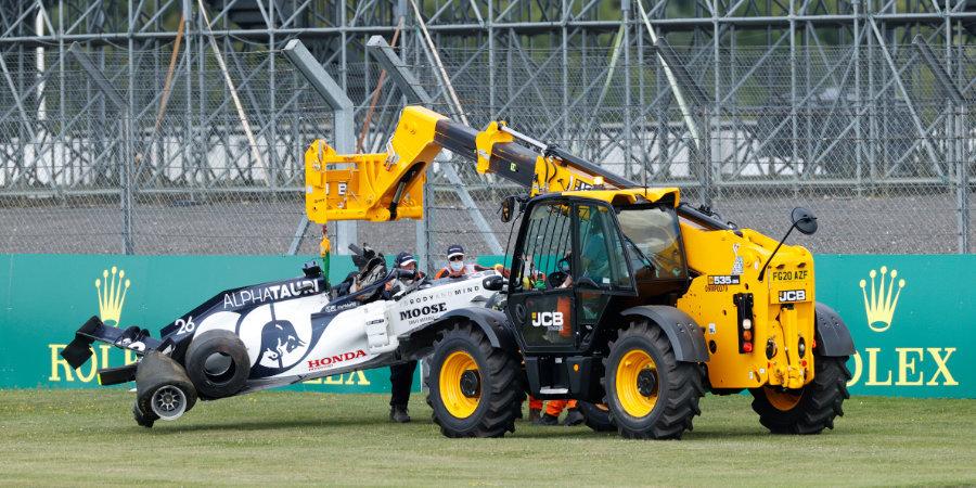 Pirelli назвала две версии разрушения колеса на болиде Квята