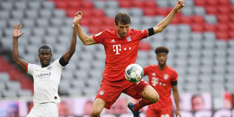 «Бавария» забила 5 мячей «Айнтрахту», Хинтереггер дважды отличился в чужие ворота и один — в свои