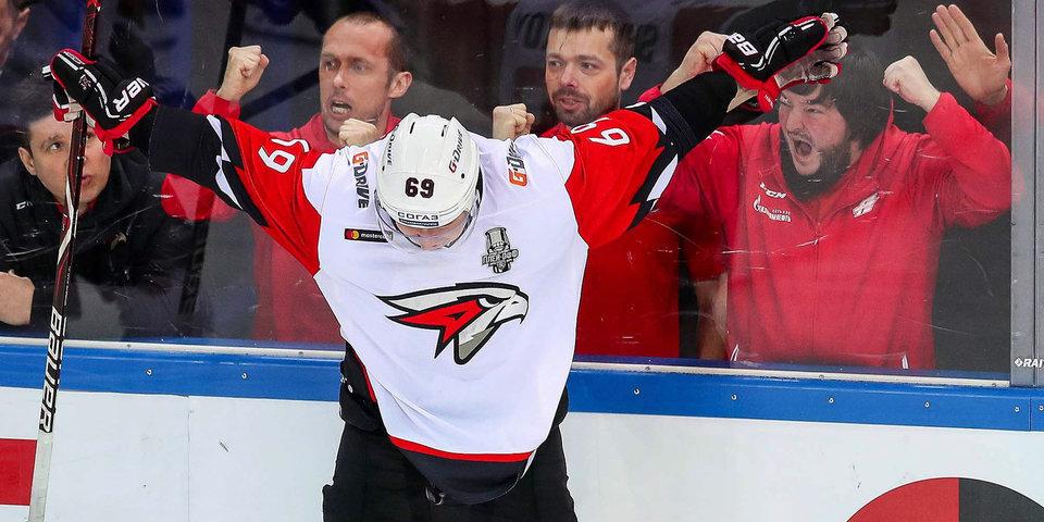 Скандально ушел из ЦСКА, не заиграл в НХЛ, выбил «Ак Барс» из плей-офф. Каким получился год для нового героя «Авангарда»