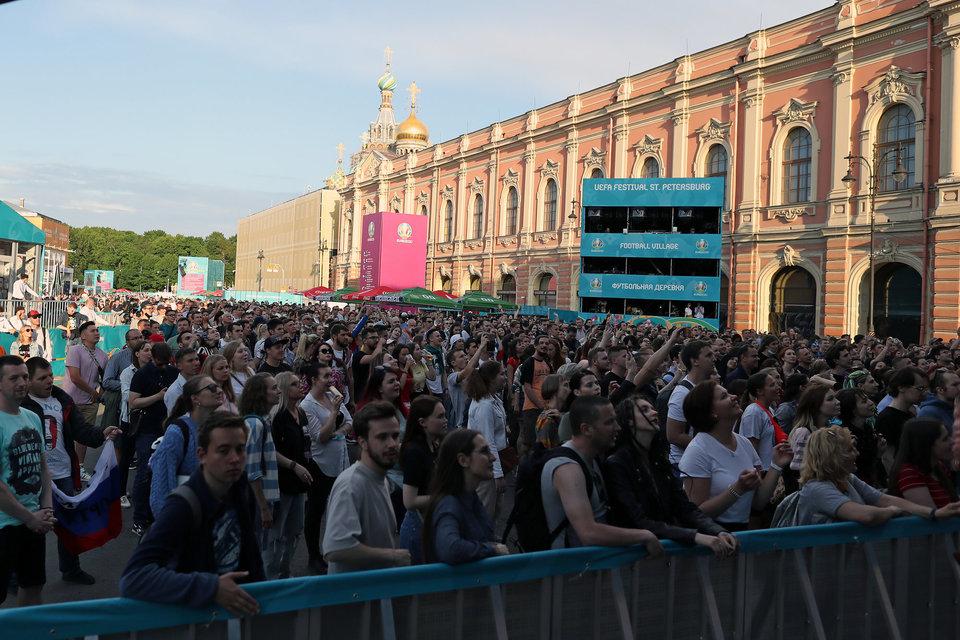 Фан-зона Евро-2020 в Санкт-Петербурге заполнена до отказа