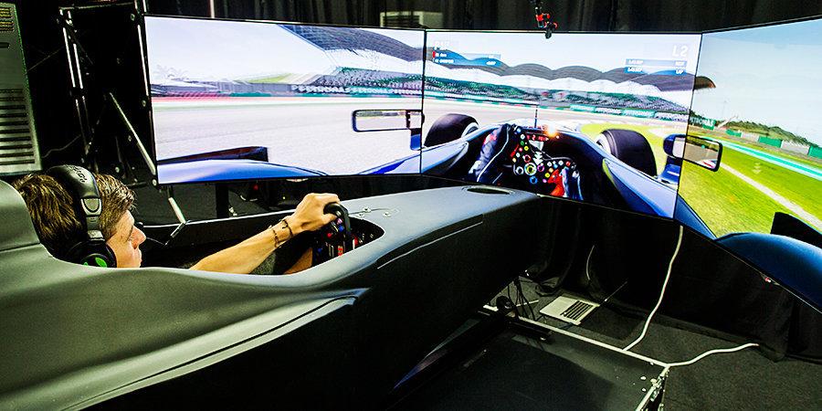 «Формула-1» делает ставку на гоночные симуляторы. Ферстаппен восстанавливался с их помощью после аварии, а команды едут на тренажерах прямо по ходу Гран-при