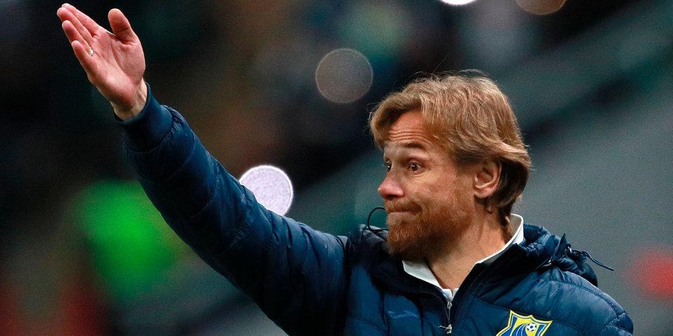«Да, я очередной тренер клуба, и да — наемник, чему очень счастлив! А вы кто?» Карпин ответил Басте, опубликовав фотографии прописки в Ростове-на-Дону