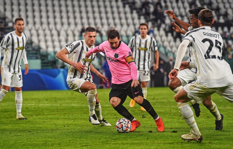 «Барселона» и «Ювентус» потроллили друг друга на тему Месси и Роналду