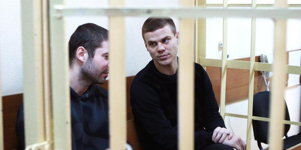 «Еще раз такое скажешь, я тебя изобью, ты умрешь!» В суде показали новые видео драки Кокорина и Мамаева с водителем
