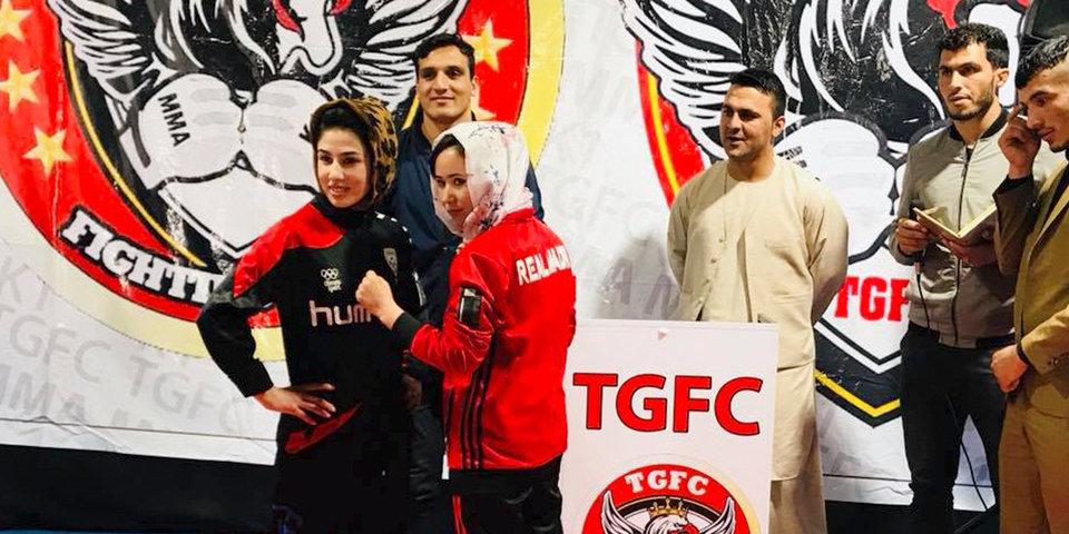 Женский бой по правилам ММА в Афганистане. И пение болельщиков на UFC в Ливерпуле