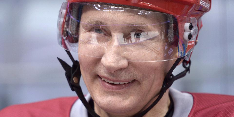 Владимир Путин поиграл в хоккей на Красной площади