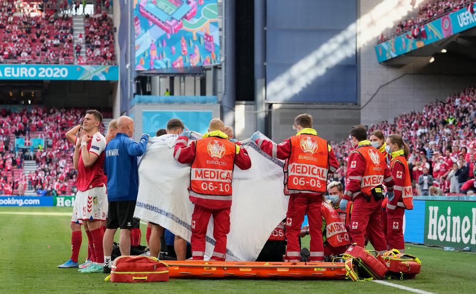 Спасшие Эриксена врачи получили президентскую награду УЕФА