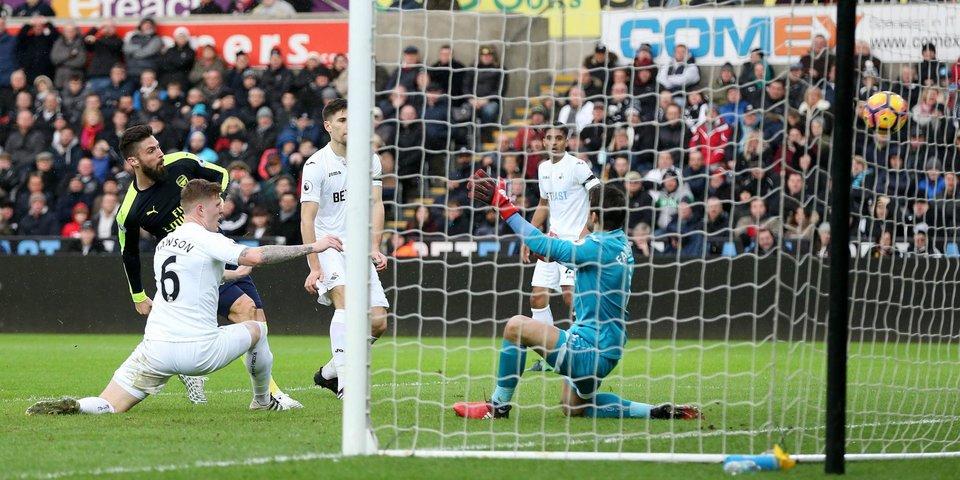 «Суонси» громит сам себя в матче с «Арсеналом»