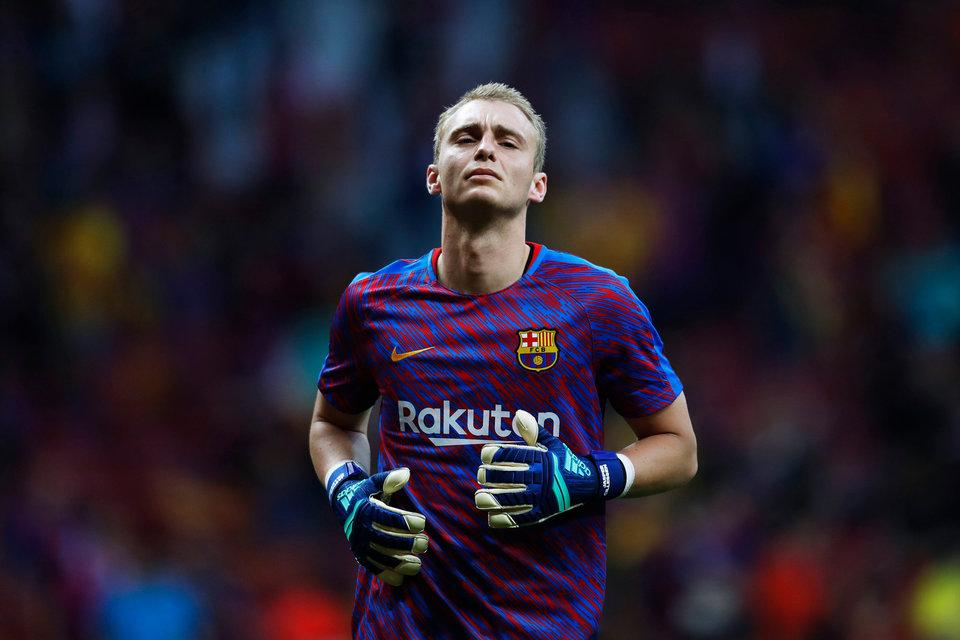 «Барселона» объявила о переходе Силлессена в «Валенсию»