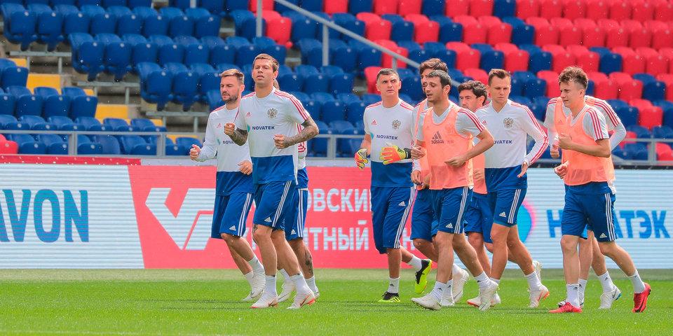 Тренировка сборной России завершилась под аплодисменты зрителей, на поле выбежали дети