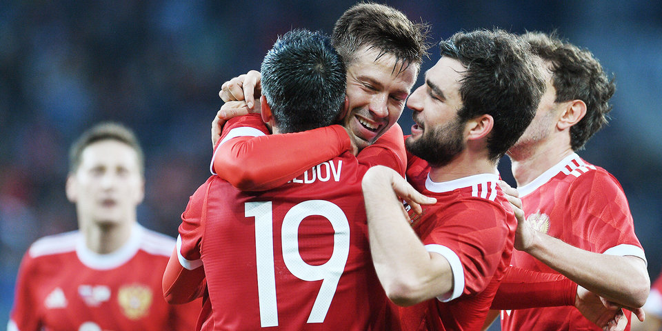 Россия сыграла вничью с Испанией в Санкт-Петербурге, Смолов оформил дубль
