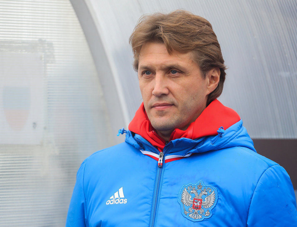 Молодежная сборная России дома проиграла Сербии, лишившись шанса на первое место в группе