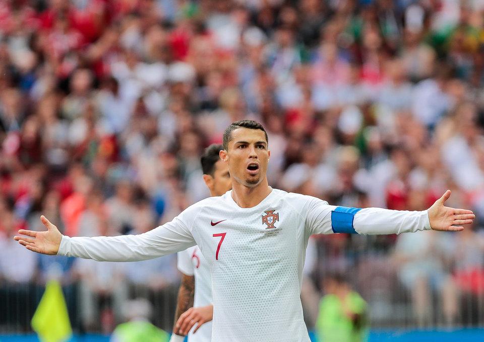 Сеск Фабрегас: «Голы Роналду в России пришли со «стандартов», пенальти и ошибок»