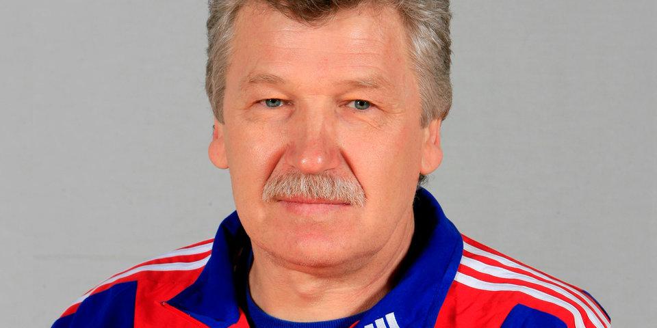 Главный тренер сборной России уволен и подозревается в присвоении зарплат игроков