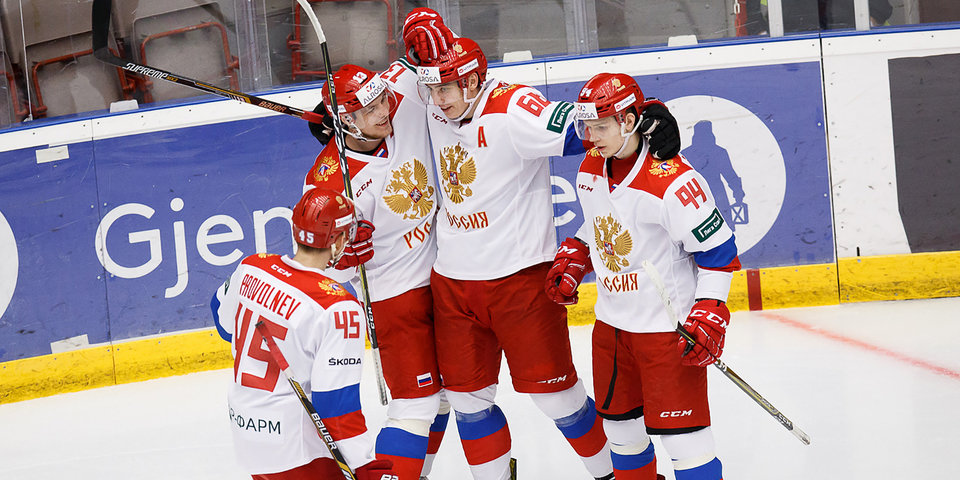 Российские хоккеисты потерпели первое поражение на домашнем ЧМ