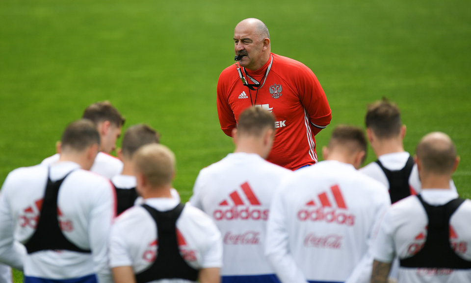 Станислав Черчесов: «Быть хорошим футболистом – это, конечно, здорово, но сборной нужны те, кто готов играть здесь и сейчас»