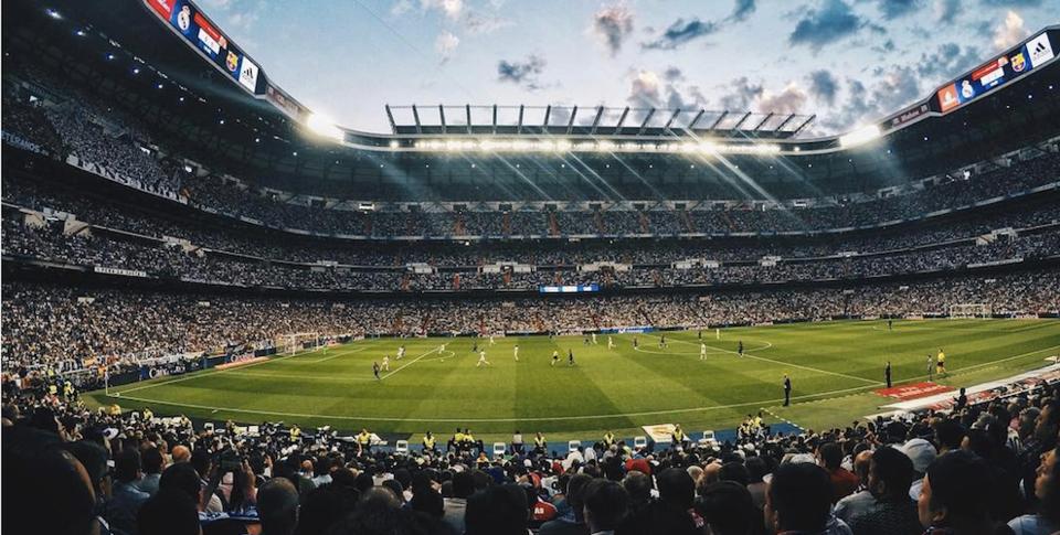 «Реал» Мадрид — «Барселона»: лучшие фото болельщиков со стадиона