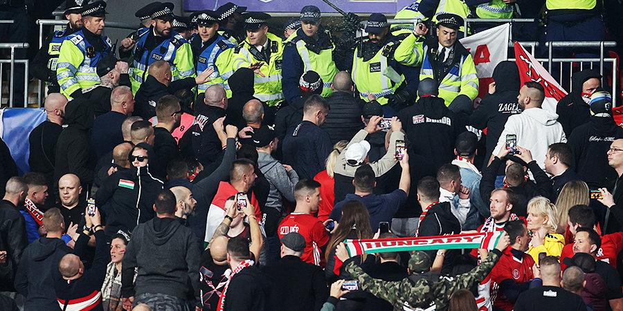Венгерские фанаты освистали вставших на колено игроков в матче с Англией. Полиции пришлось подавить беспорядки