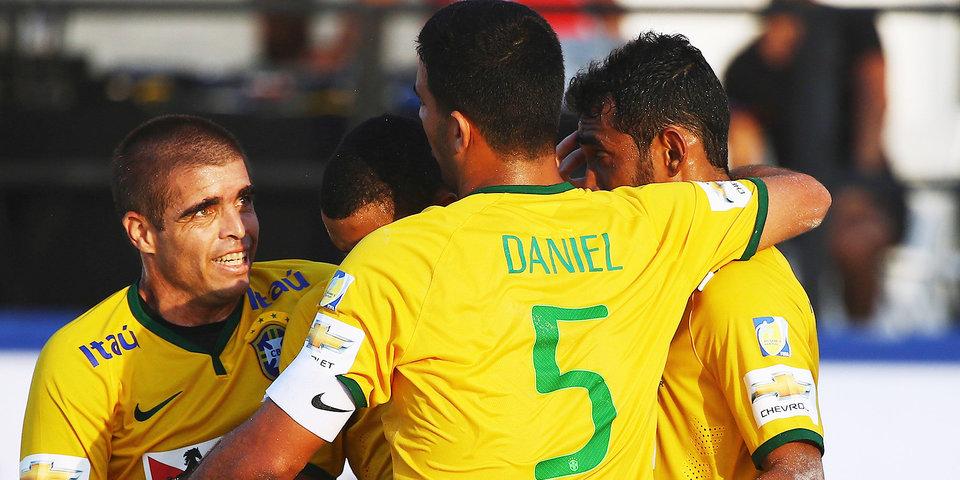 Бразилия разгромила российских пляжников в стартовом матче Мундиалито