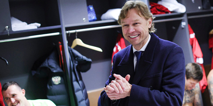 Карпин объяснил большое количество травмированных в сборной России
