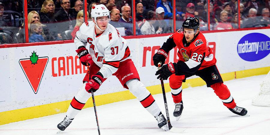 Свечников забросил в третьем матче подряд, Кучеров получил травму, Каменев отметился первой шайбой в сезоне. Обзор дня НХЛ
