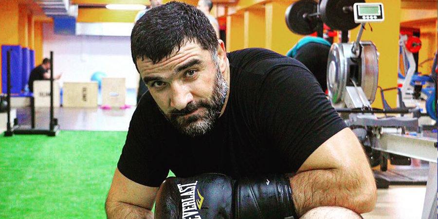 Дагестанский спарринг-партнер Емельяненко побеждает нокаутом в США. Он хочет забрать миллион долларов