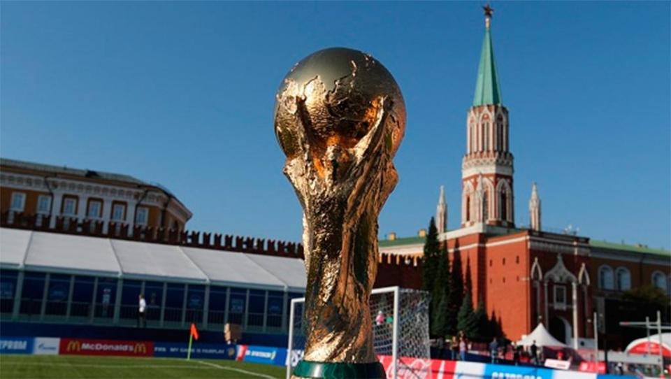 Более 220 тысяч человек увидели кубок чемпионата мира по футболу
