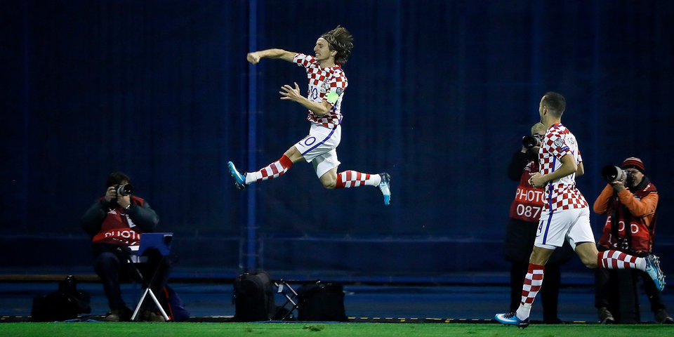 Хорваты разгромили греков в первом стыковом матче