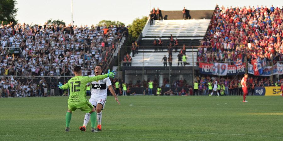 Защитник укусил соперника за голову в чемпионате Парагвая