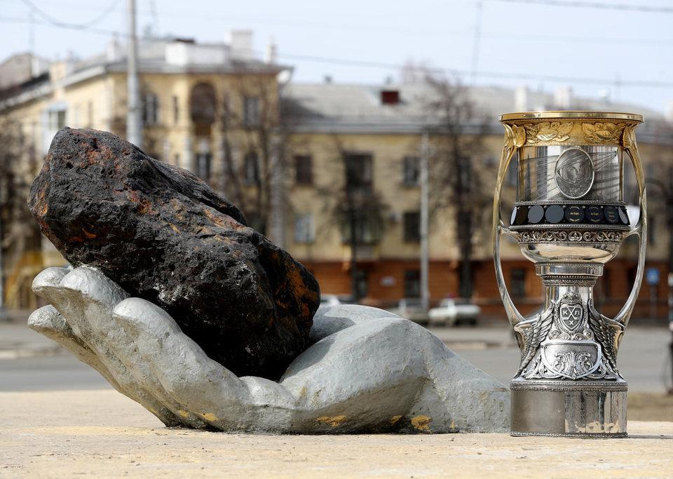 СКА выставил Кубок Гагарина в фан-зоне Кубка конфедераций в Санкт-Петербурге