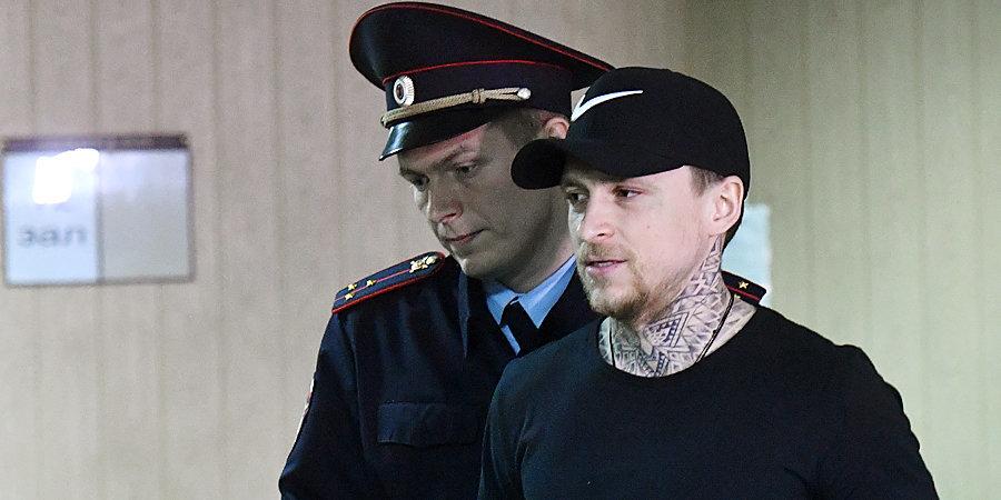 Адвокат Мамаева: «У Павла инфекция. Глаз совсем красный»