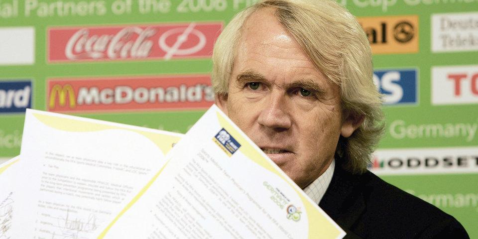 Guardian пишет, что ФИФА уволила доктора из-за расследования допинга в России. И это очень странная история