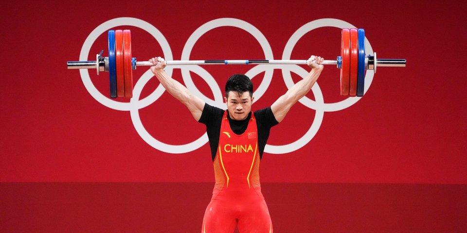 Китайский тяжелоатлет Чжиюн Ши взял золото Олимпиады с мировым рекордом