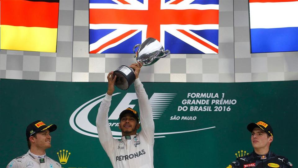 Хэмилтон выиграл гонку в Бразилии и сохранил шансы на титул, Квят — 13-й