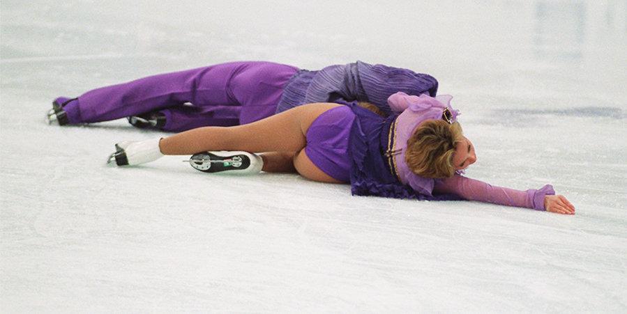 Не лежать на льду, не прыгать вниз головой и одеваться прилично. 10 строгих правил для фигуристов