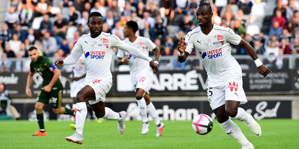 Матч между «Дижоном» и «Амьеном» был приостановлен из-за расистского поведения болельщиков