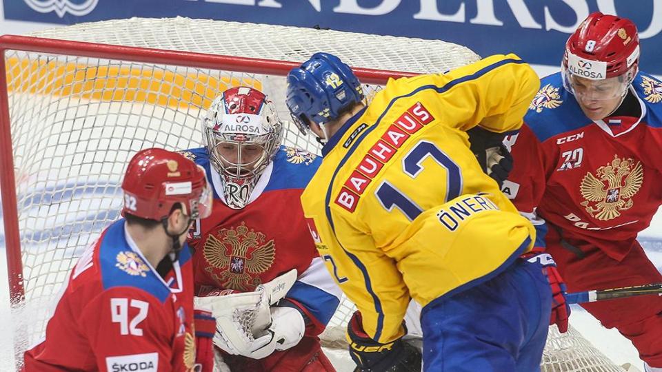 Сборная России проиграла шведам, дважды пропустив в концовке
