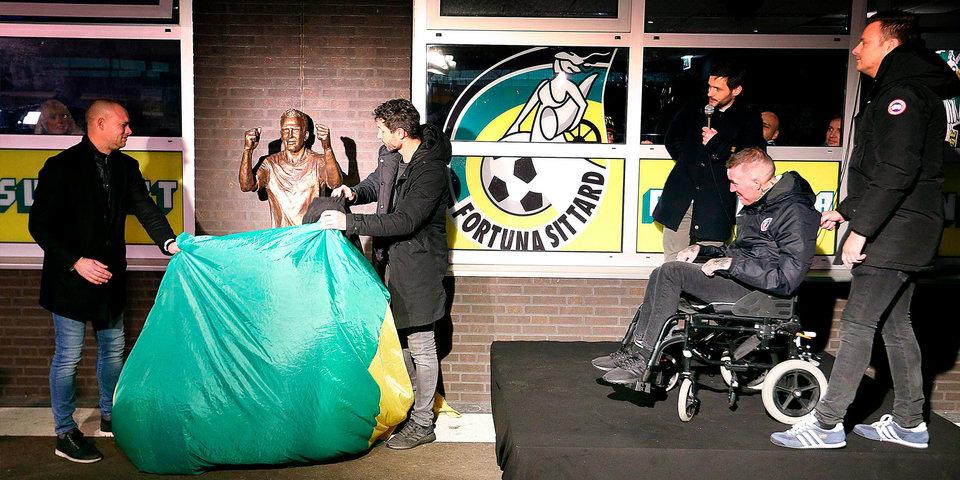 Риксену установили памятник в Голландии. Самое эмоциональное видео недели