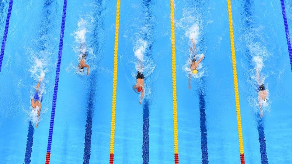 Минаков завоевал золото ЮОИ на дистанции 50 м баттерфляем