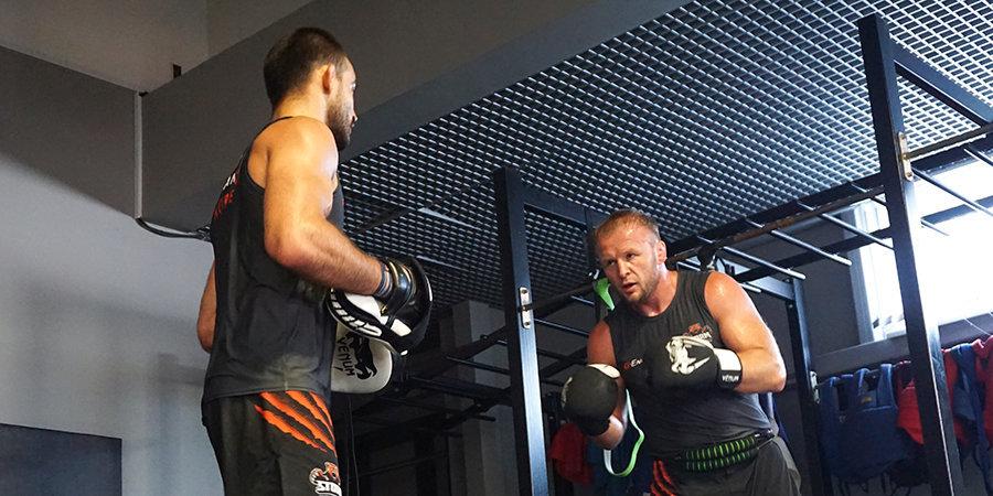 Ученики Шлеменко против ветеранов UFC из Дагестана. Мы приехали в Омск и спросили Александра про вольную борьбу