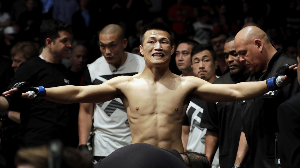 «Корейский зомби» триумфально вернулся в октагон UFC, нокаутировав в первом раунде Бермудеза