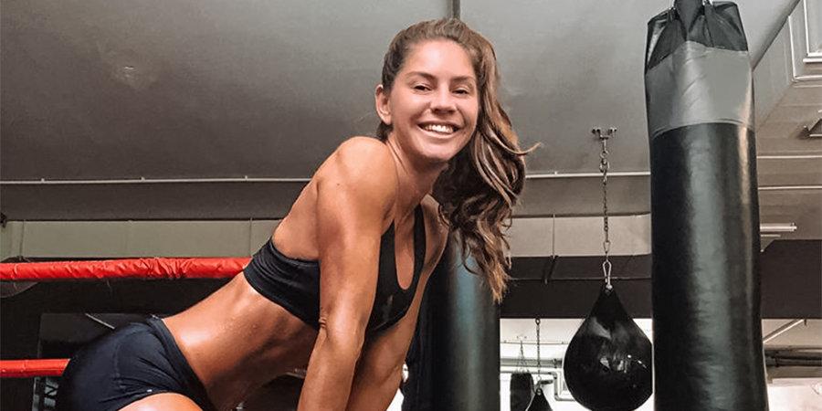 Видео танцующей на кухне боксерши стало вирусным в Instagram