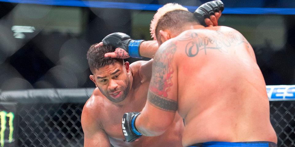«Сидел во дворе, позвонили, предложили драться в UFC». Бойцы – про 24 часа без еды, калории и пальцы ног